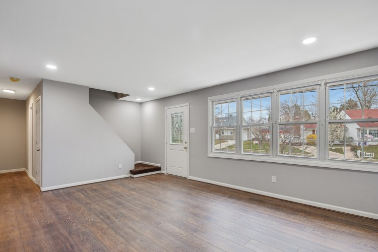 Living room of 470 Dickinson