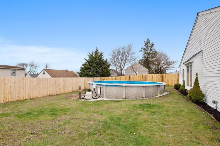 pool at 470 Dickinson Rd