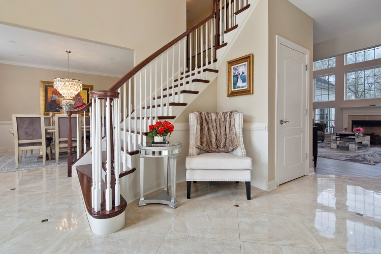 The foyer at 119 juniper Drive