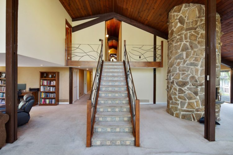 15 Springhill Road Mantua foyer and staircase.