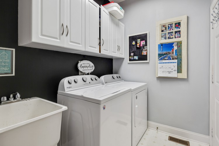The laundry room of 635 Bainbridge Drive