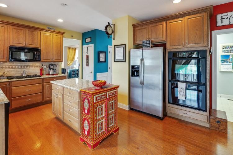 Kitchen of 635 Bainbridge Dr
