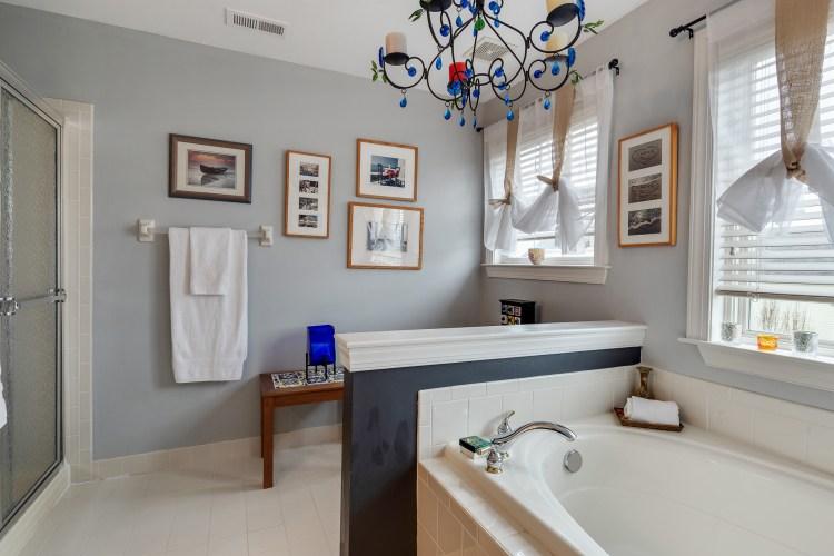 Master bathroom of 635 Bainbridge