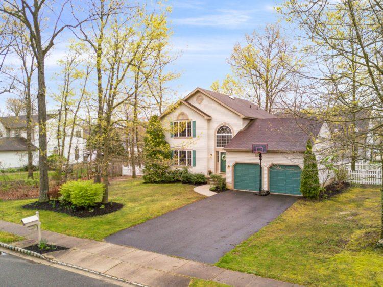 949 Twelve Oaks Drive Williamstown NJ