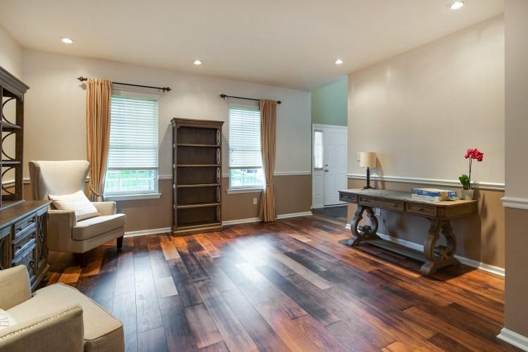 21 Honeysuckle living room