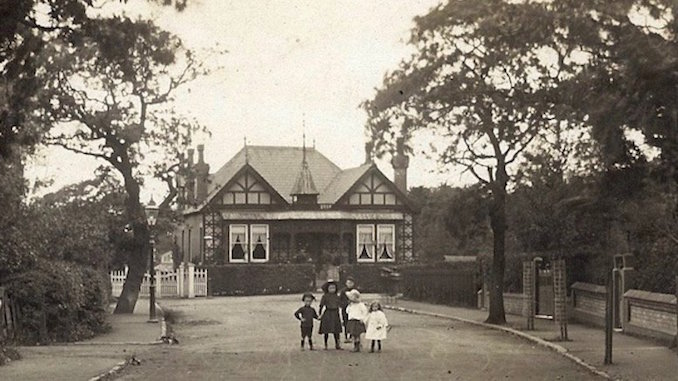 The ' Black and White House' in 1910