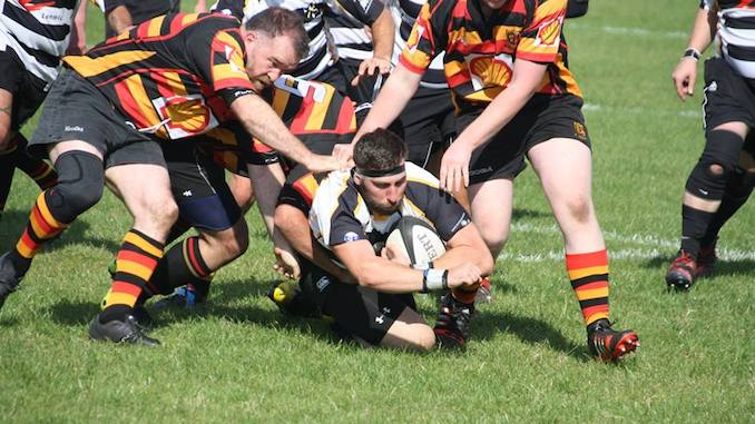 Dave Kelly tries to gain back control for Heaton Moor (Pic by Paul Harrison)