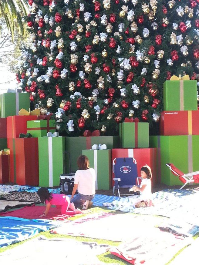 fashion island christmas tree lighting by SouthOCBeaches.com