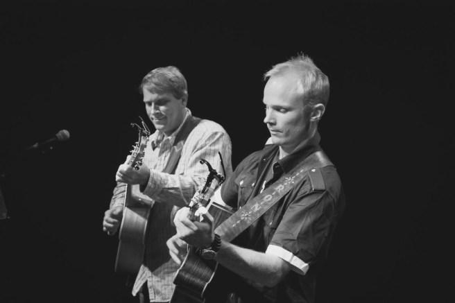 Loren Barrigar & Mark Mazengarb Guitar Duo Courtesy of Facebook.com/LorenandMark