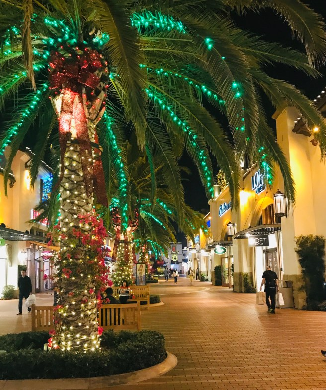 San Clemente Outlets Holidays 2018 Courtesy of SouthOCBeaches.com