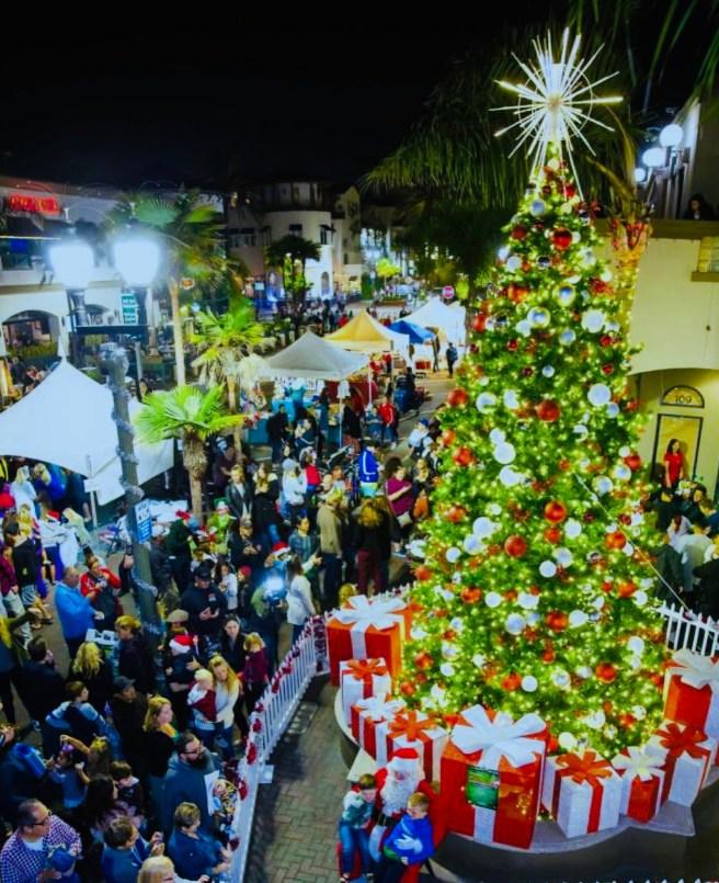 Huntington Beach Miracle on Main Street Tree Lighting Sunday November 24 2019 Courtesy of HBDowntown.com