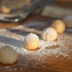 dust with light corn flour