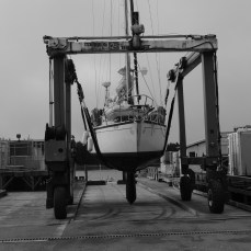 Being moved to our new berth for a four day scrub and through hull fitting check and replacement.