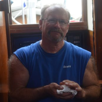 Scott is an honest American mechanic living in Lapaz several years. Find him at club Crucedos.