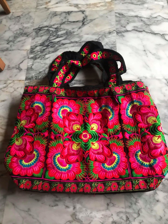 Chic and Colorful Tote from Thailand (Red)