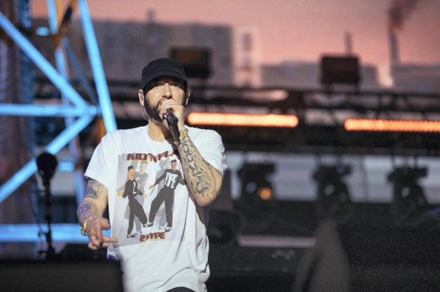 "WATCH: Eminem rapping fast parts of ""Rap God,"" ""Lucky You,"" & ""Majesty"" in Abu Dhabi"