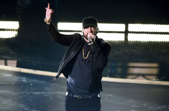 """WATCH: Eminem shocks Oscars 2020 with """"Lose Yourself"""" performance (FULL HD)"""