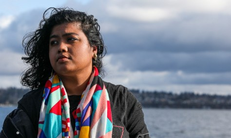 Photo de Fahmida Azim posant devant le lac Washington.
