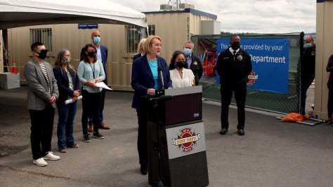 Featured Image: Mayor Jenny Durkan announcing the vaccination site closures at the Rainier Beach location at Be'er Sheva Park. (Photo by Jack Russillo)