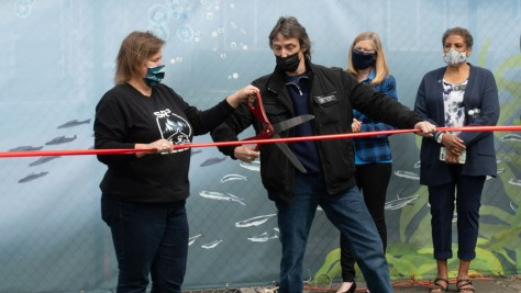 Casey McLean and Des Moines' Mayor Matt Pina cutting the ribbon at the marine wildlife hospital's grand opening.
