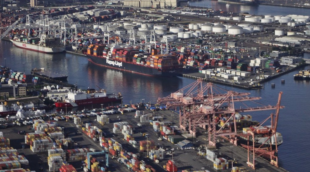 Photo of an overview of the Port of Seattle.