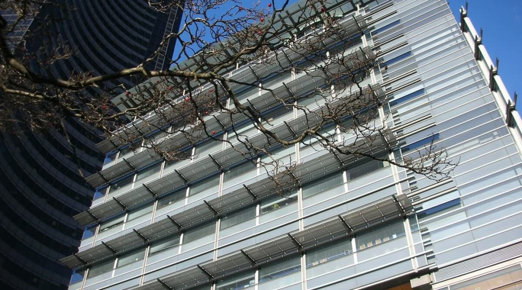 Photo depicting the exterior of Seattle's City Hall building in 2008.