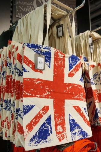 Shopping London Primark Cheap Souvenirs