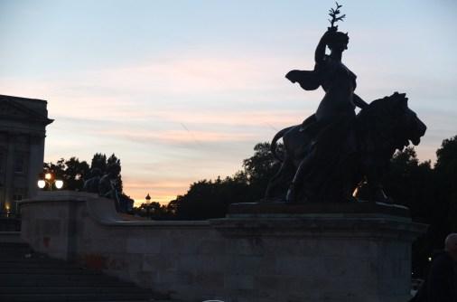 buckingham palace dusk sunset