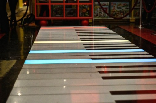 movie big piano keyboard buy fao schwarz nyc