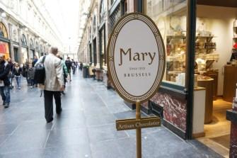 Mary in Galerie St. Hubert.