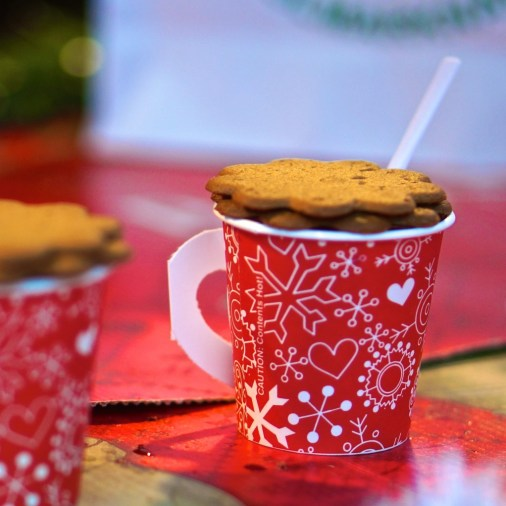 Glogg is enjoyed best with spicy cookie.