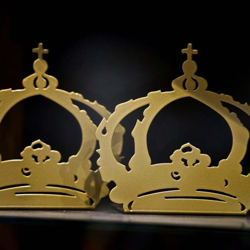 Why not bookend your favorite novels with the Swedish crown?