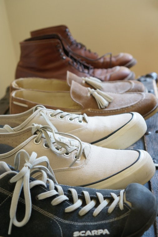 Best men's travel shoes and travel dress shoes for a vacation, reviewed.