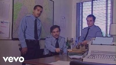 Les Inconnus – Le commissariat de Police