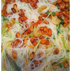 タイ風春雨サラダ 100g 131円