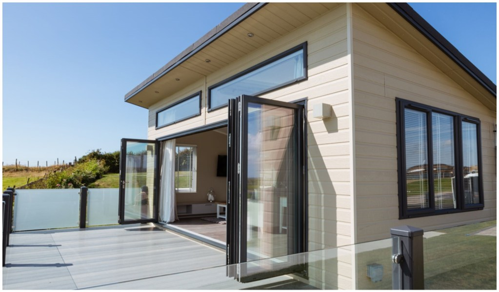 The Bay - Luxury holiday home with a view - exterior photo showing bi fold doors and modern frontage with balcony
