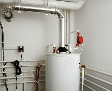 Avant d'installer, vous devez préparer les détails, les outils, les fixations nécessaires. Le câble d'alimentation et la vanne subversive sont souvent inclus. De plus, des supports achetés, des vannes, des raccords de connexion, un filtre à eau, si l'eau est rigide.