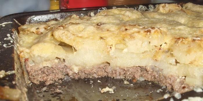 法国法国土豆用肉末肉在烘烤