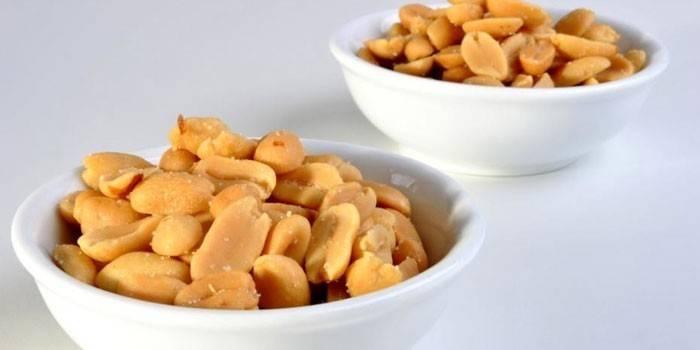 プレートの浄化されたピーナッツ