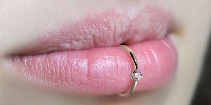Пирсинг губы нижней и верхней Возможно ли проколоть дома