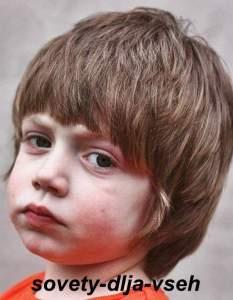 причёска для мальчика на волосы средней длины