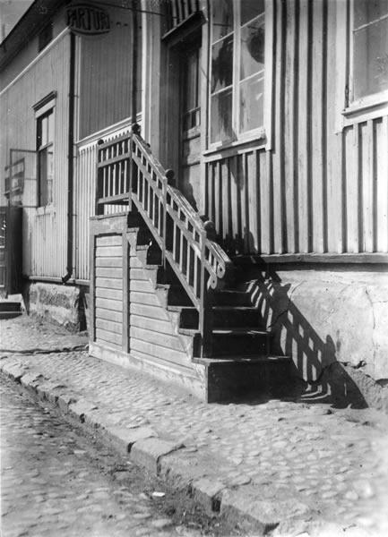 Hedmanssonin talon Kauppapuodin rappuset