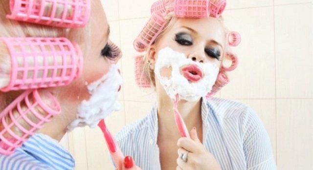 причины появления волос на лице у женщин