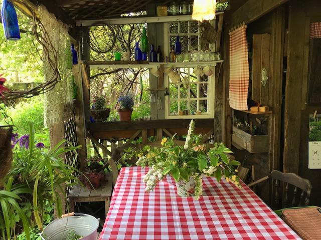 ターシャの庭が岐阜にあるテラスもある