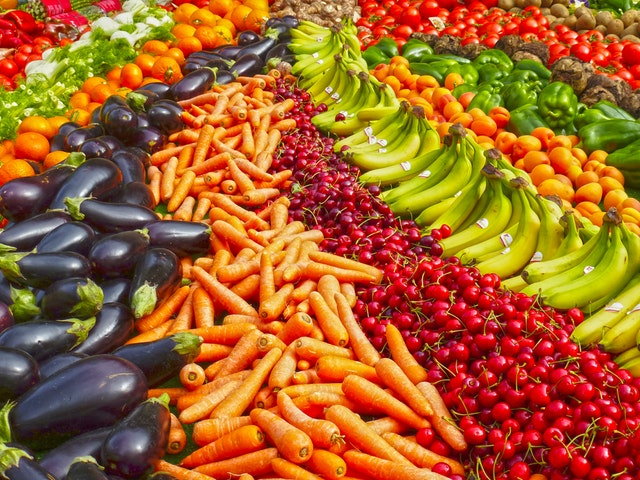 Choosing fresh ingredients, combining different colors, exploring recipes and spices can be such an exciting and mindful journey!