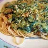 Vegan pasta met spinazie en champignons