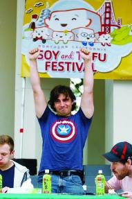 tofu-eating-contest-steven-robertson-wins