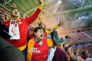 03fd6_126_turkish-soccer-fans