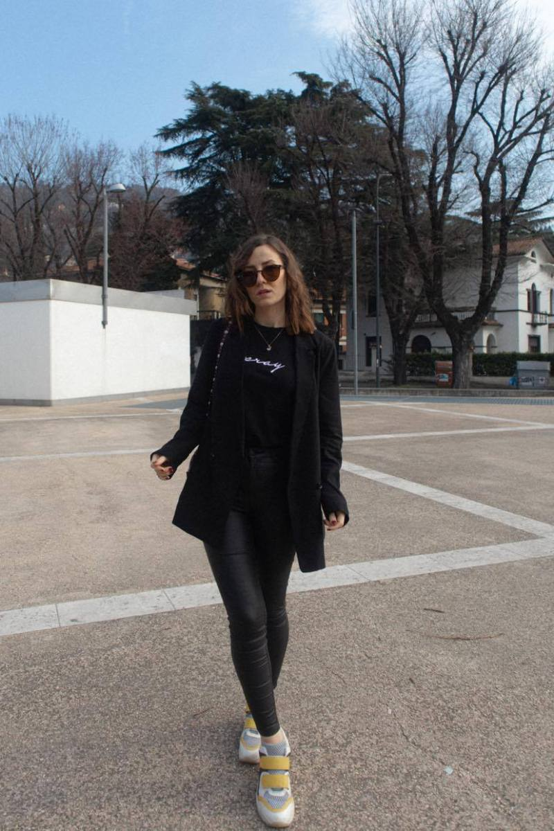 total black casual outfit