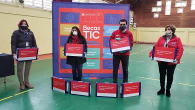Photo of ENTREGAN 76 COMPUTADORES BECAS TICS EN PUERTO OCTAY